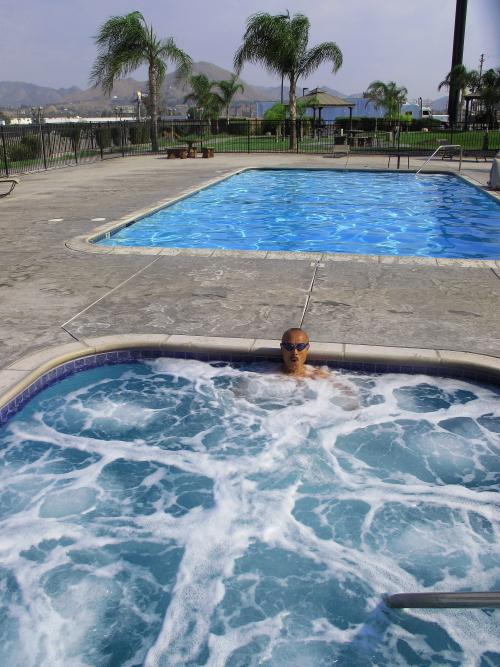 IMG6135コルトンホテルのプールweb.JPG